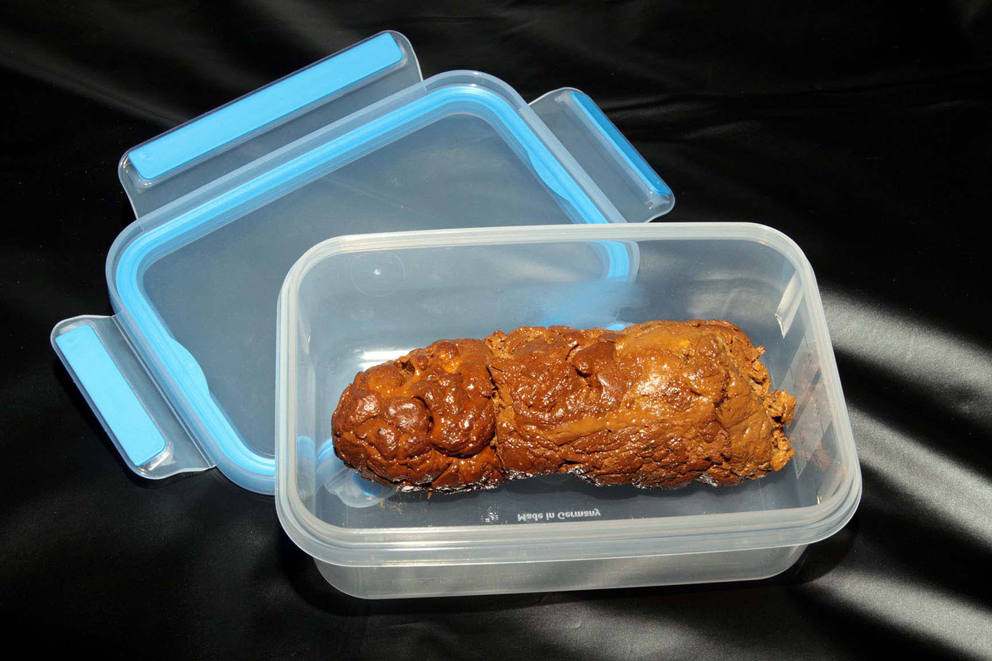 HornyKinkyBoy's Turd In A Box