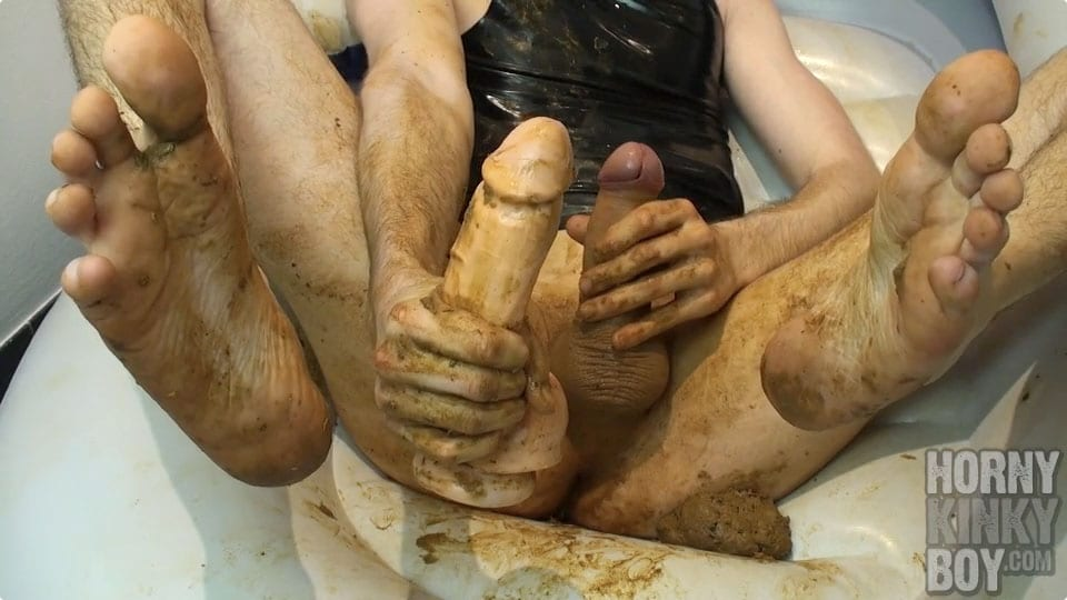gay pumping shit out with huge dildo