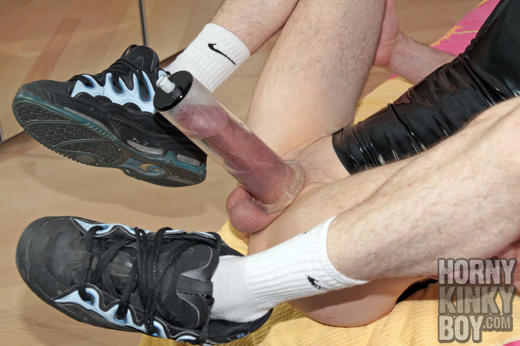 Vacuum Pumping In Rubber And Sneaks
