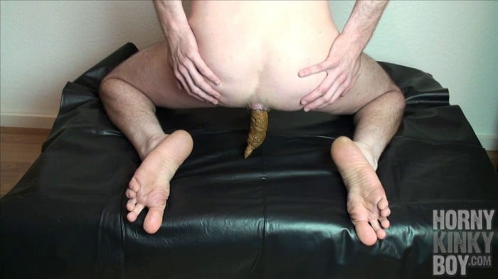 sexy naked girl poop in the boy