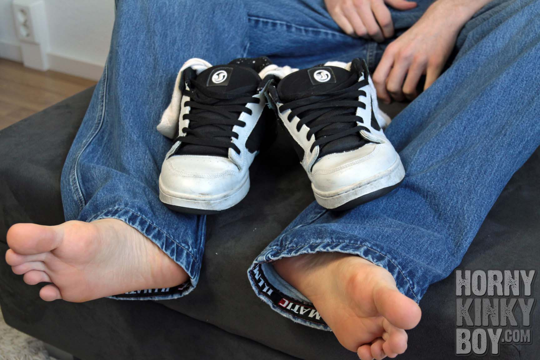 Rubber Skater Lad Loves His Steamy Feet, Sox, And Sneaks