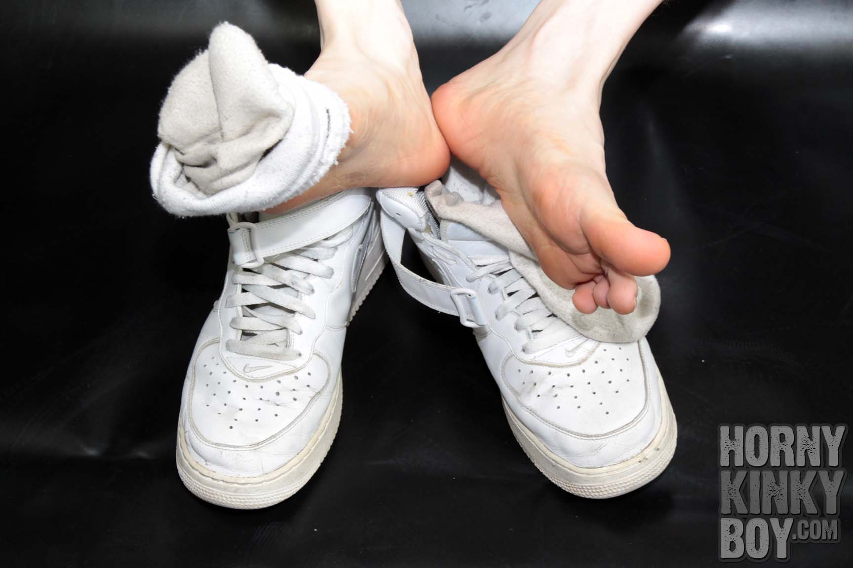 Smelly Sneaks, Sox, And Feet X