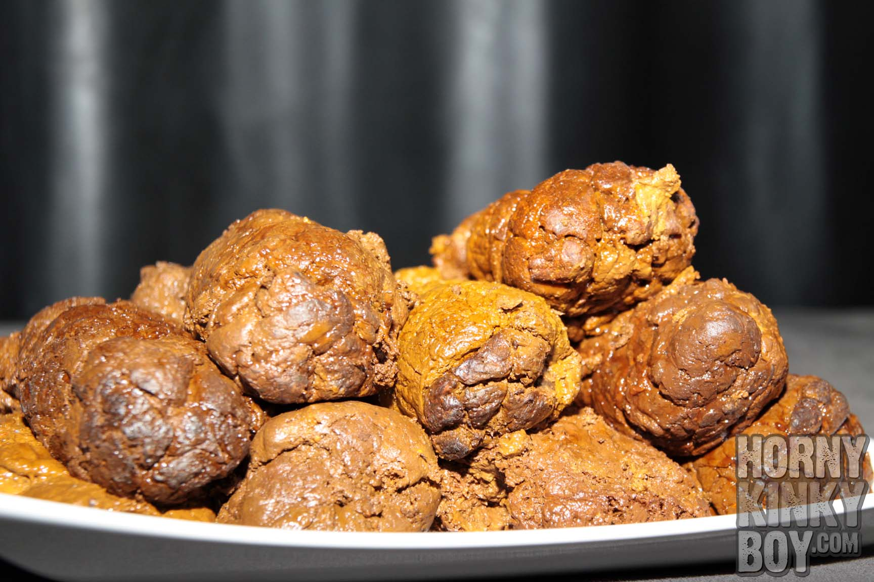 Nine Defrosted Turds on a Plate - hornykinkyboy.com