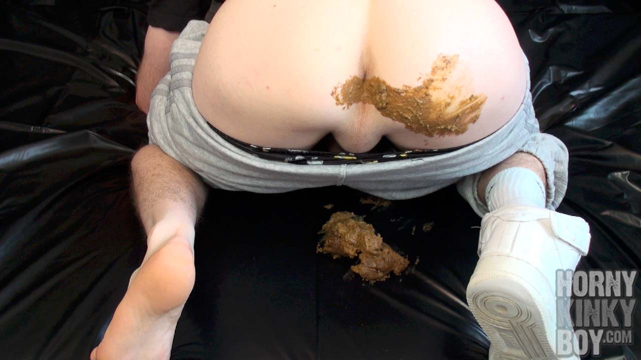 Smelly Skater Feet Passion Meets Stinky Poop Fetish