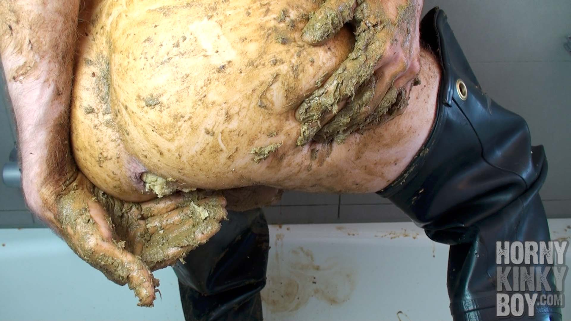 Food Repacking And Scat Wanking In Bathtub